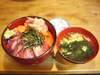 サケとマグロ丼